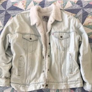 Vintage Levi's Sherpa lined denim jacket!